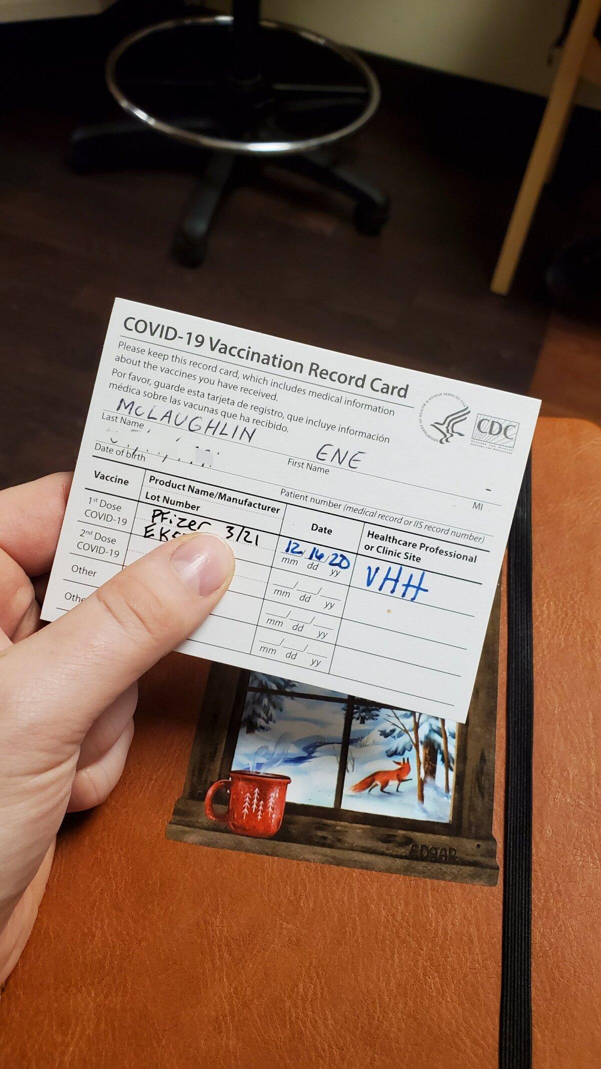 Colorados näppu antud vaktsiinikaart. Sellega püütakse osariigis inimestel meeles hoida, et koroonavaktsiini tuleb saada kahes doosis