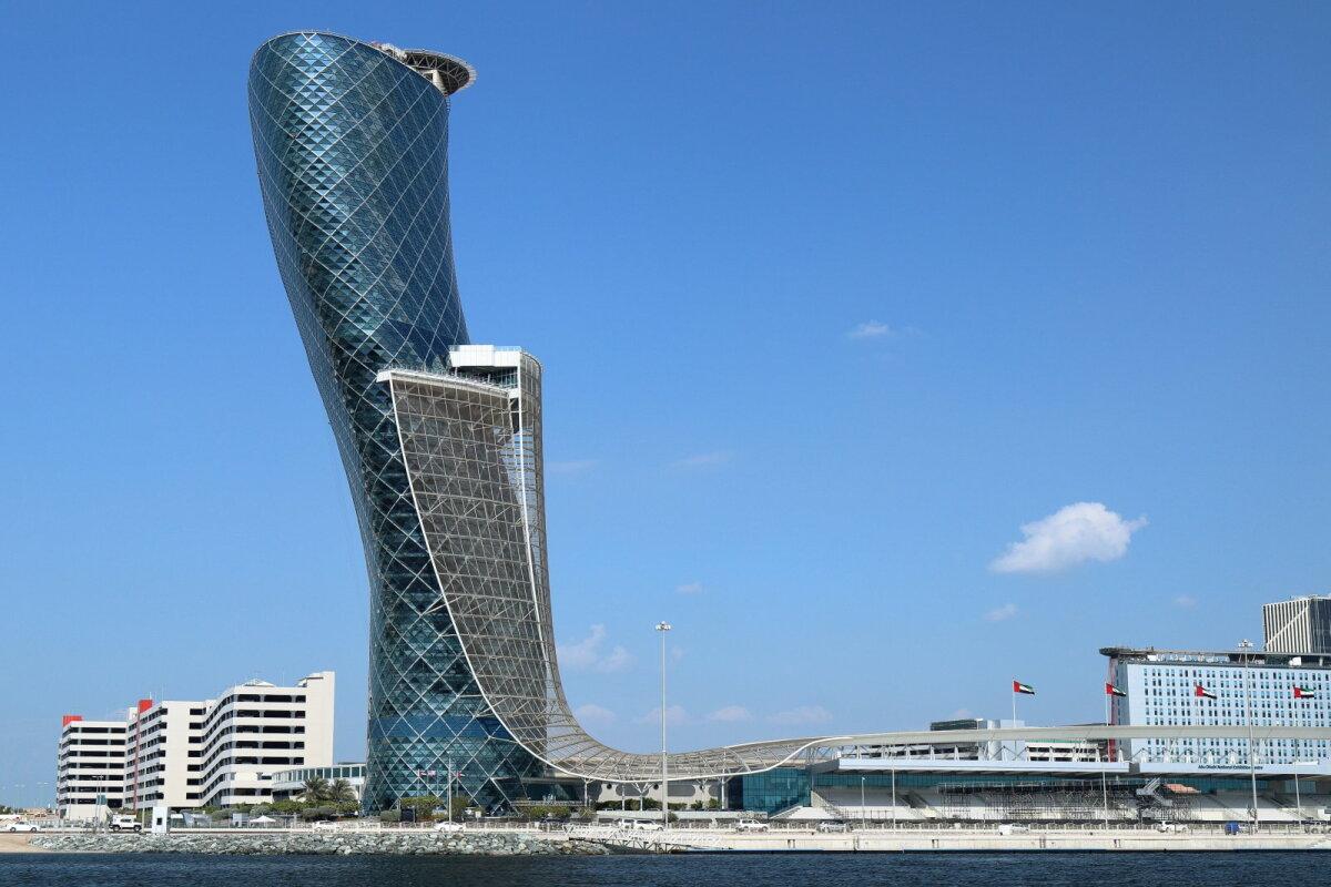 160 meetri kõrgune ikoonilise tähendusega kaldus hoone asub Abu Dhabis.