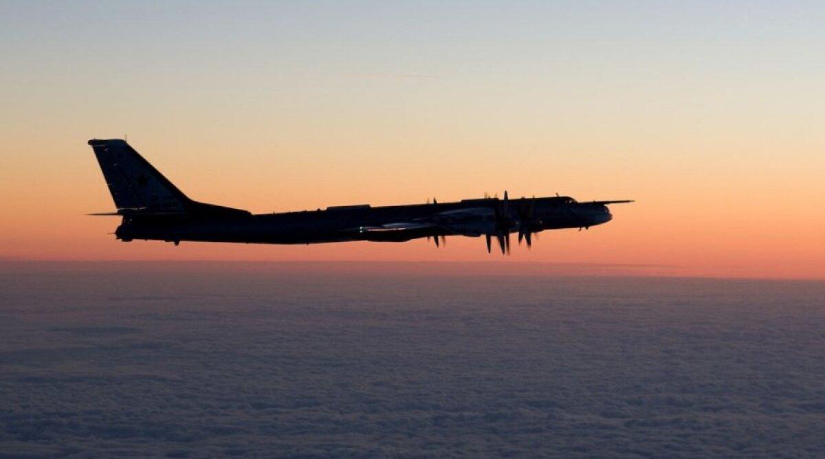 Tu-95 pildistatuna Soome hävitajalt