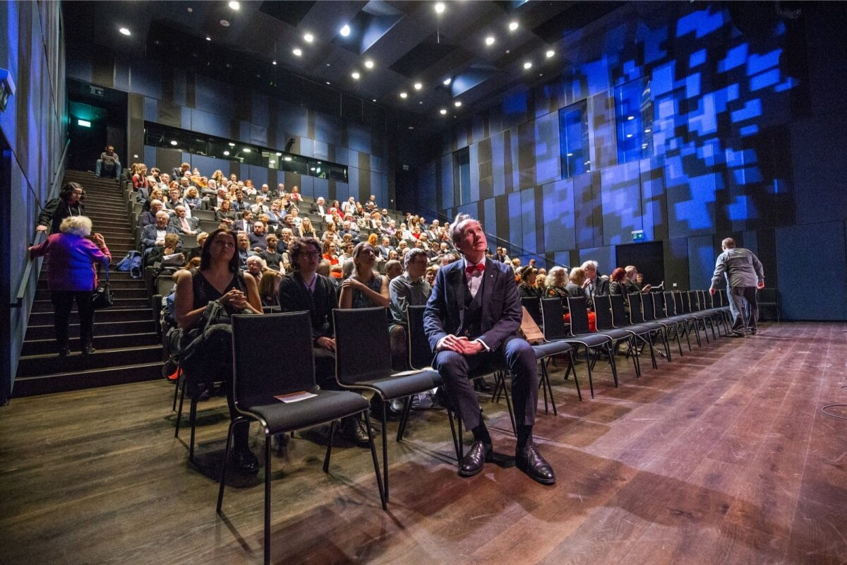 Eesti Kirjanike Liit sai 95-aastaseks. Esimees Tiit Aleksejev istub esireas.