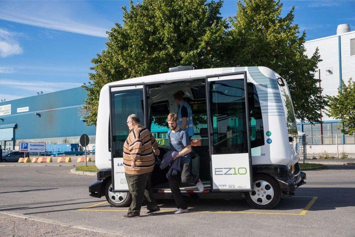 Suvel hakkas Helsingis Hernesaari linnaosas inimesi sõidutama kuuekohaline isejuhtiv buss.