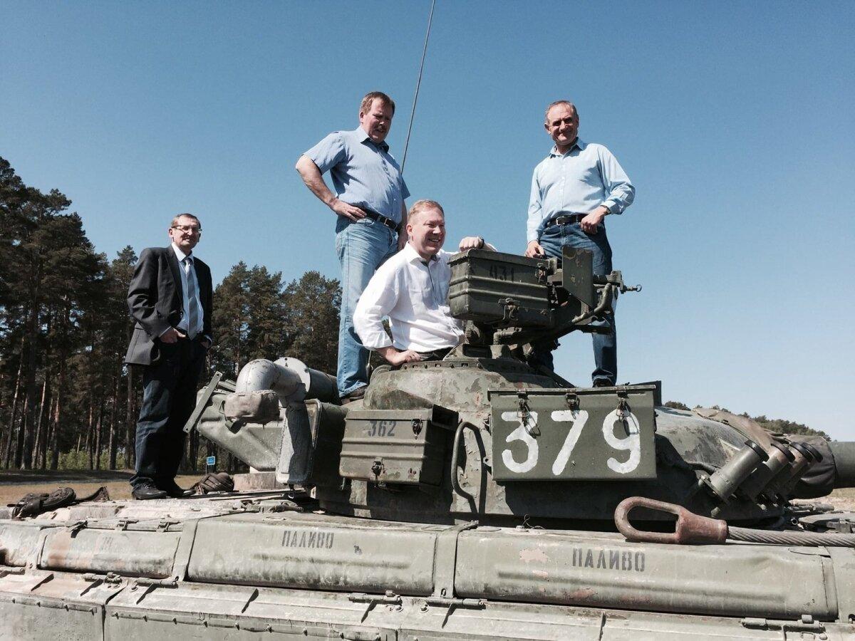 Suursaadik Sulev Kannike, Johannes Kert, Marko Mihkelson ja Ants Laaneots Desna väljaõppekeskuses