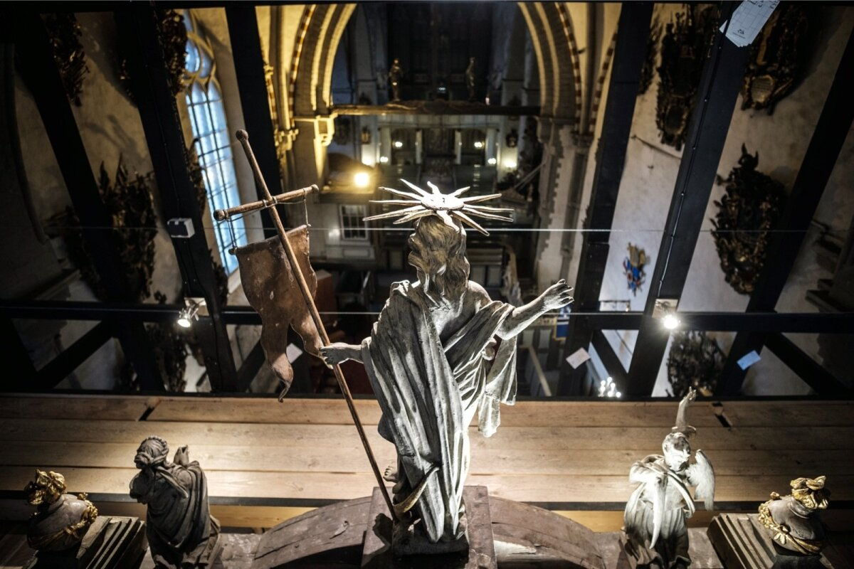 Taevane korrus - Vaade Toomkiriku altari tipus krooniva Jeesus Kristuse silme läbi.