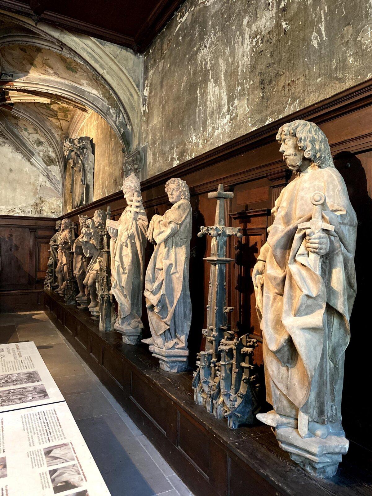 Оригинальные скульптуры кафедрального собора
