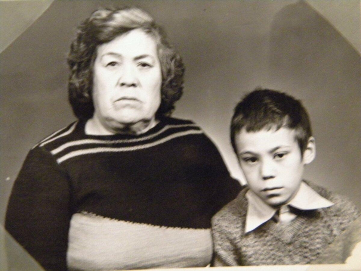 KOOS VANAEMAGA: Kui vanaema haigestus. pandi 10aastane Aleksander Tilsi lastekodusse.