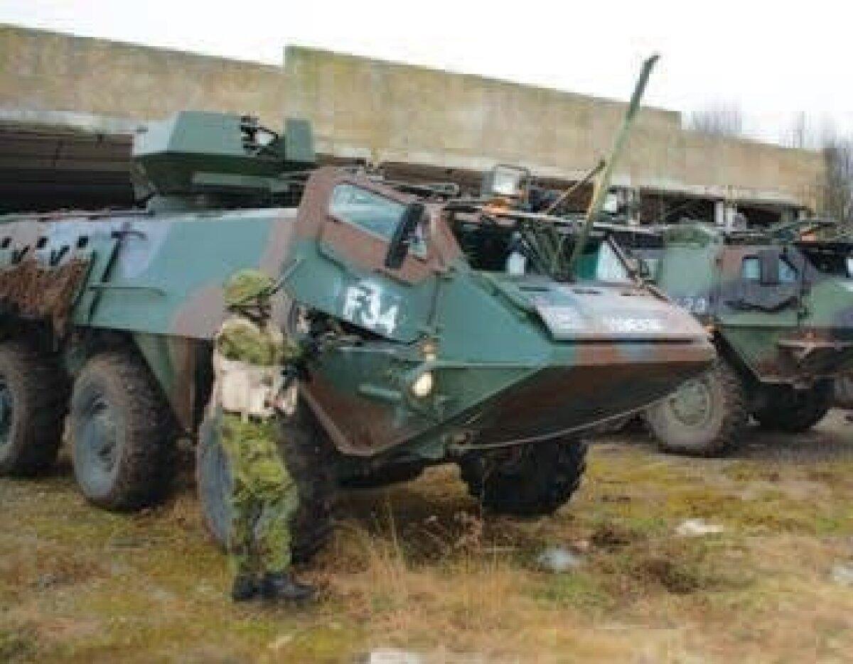 Sõjamehed sõidavad Paldiskist Harku valda Sisu soomukitega. Foto: Allar Viivik