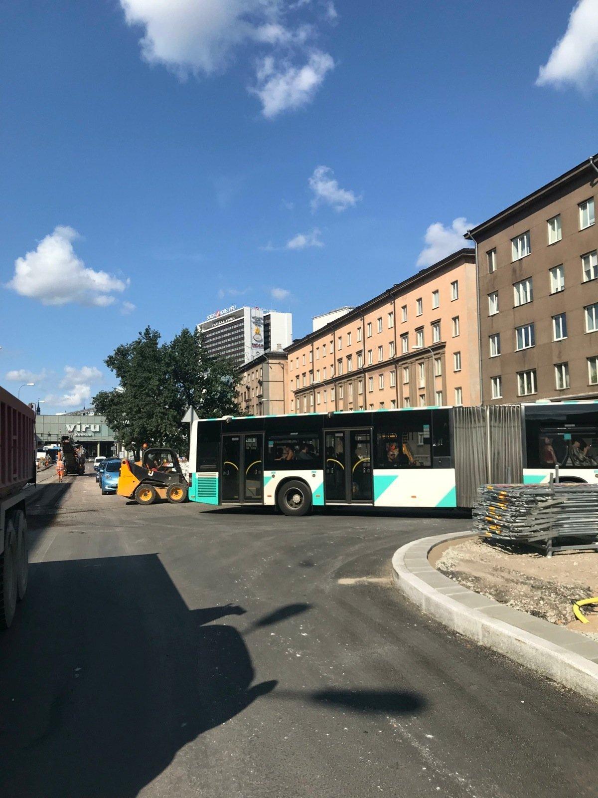Teerull blokeeris liikluse
