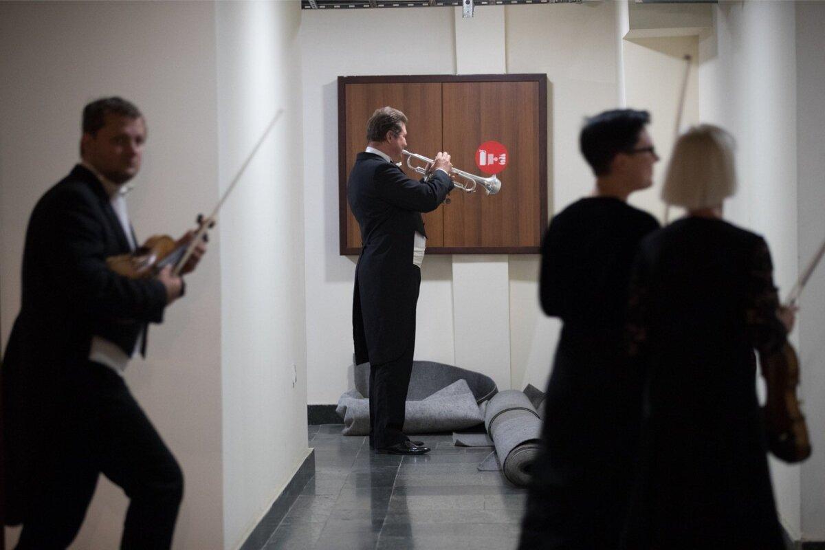 ERSO pillimängijad harjutavad enne kontserti.