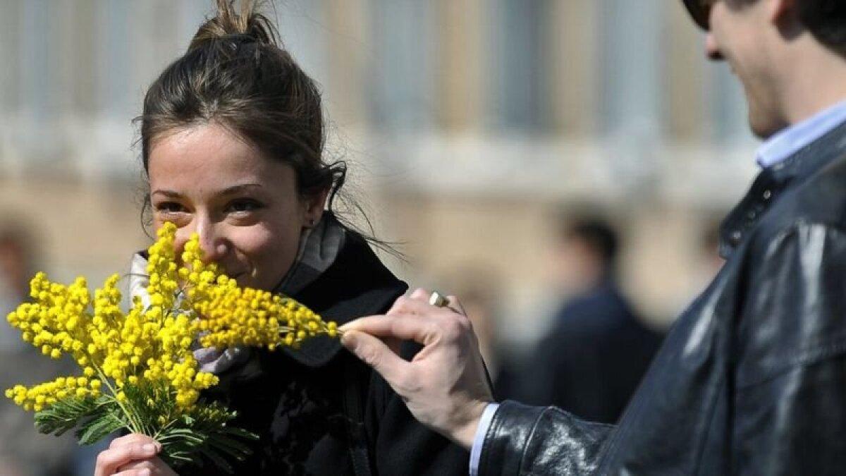 Для многих праздник 8 марта ассоциируется с мимозой