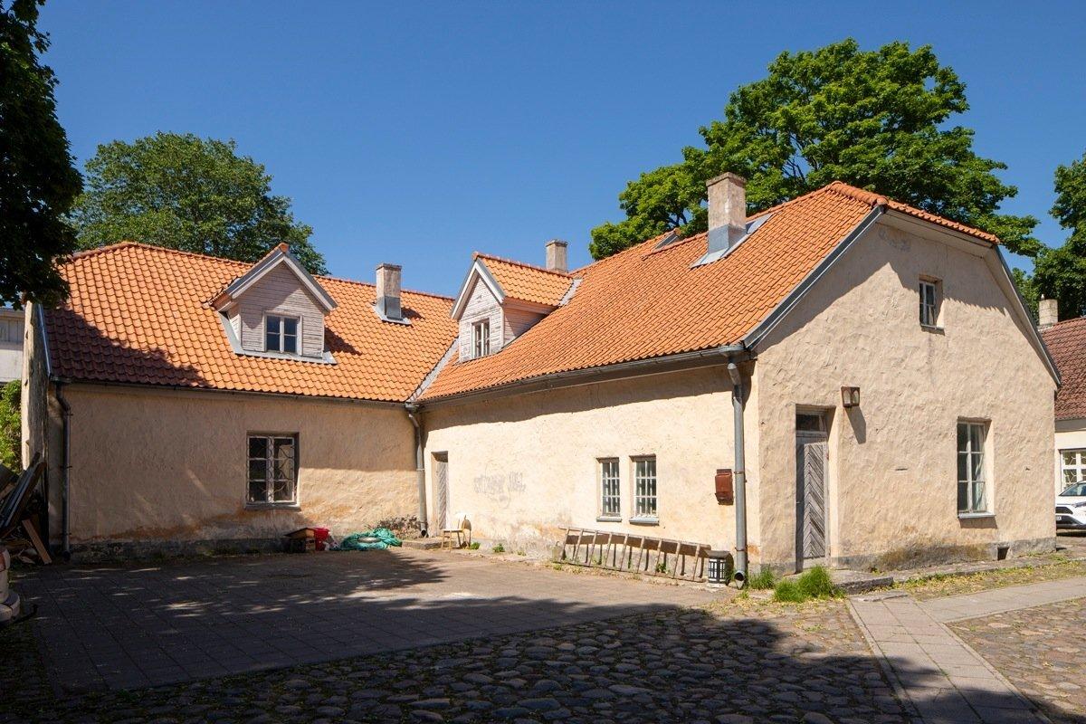 Rootsi-aegne maja Kuressaares Tolli tänaval
