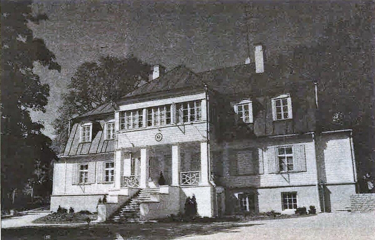 SURM ESIMESEL KORRUSEL: Laidoneri villas Tuvi (endisel Õllepruuli) tänaval asub nüüd Ameerika suursaadiku residents.