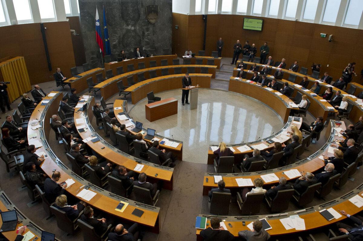 Sloveenia parlamendis istutakse näod vastamisi ringiratast kolmes reas