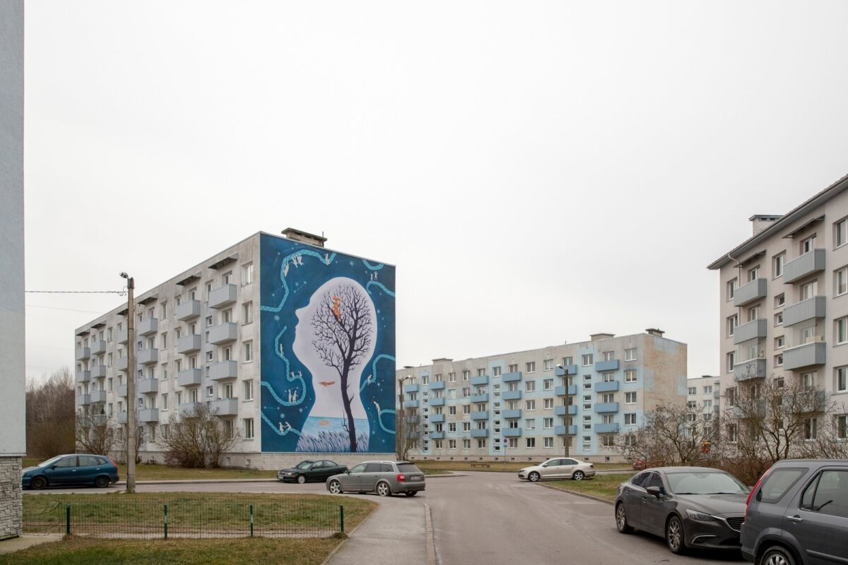 """Astangu 64 hoone fassaadi ehtiv """"Leemeti unenägu"""" on inspireeritud Andrus Kivirähki romaanist """"Mees, kes teadis ussisõnu"""". Kavandi autor on Gerda Märtens ja selle tegi Finostilo OÜ. Maaling läks linnale maksma 12 180 eurot."""