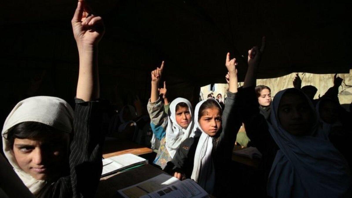 Девочкам-ученицам талибы не разрешили вернуться в школы