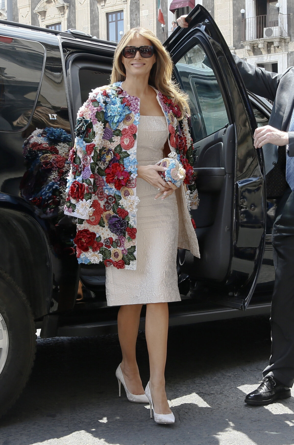 На саммите G7 в 2017 году Мелания Трамп появилась в цветочном пальто Dolce & Gabbana стоимостью $ 51,000