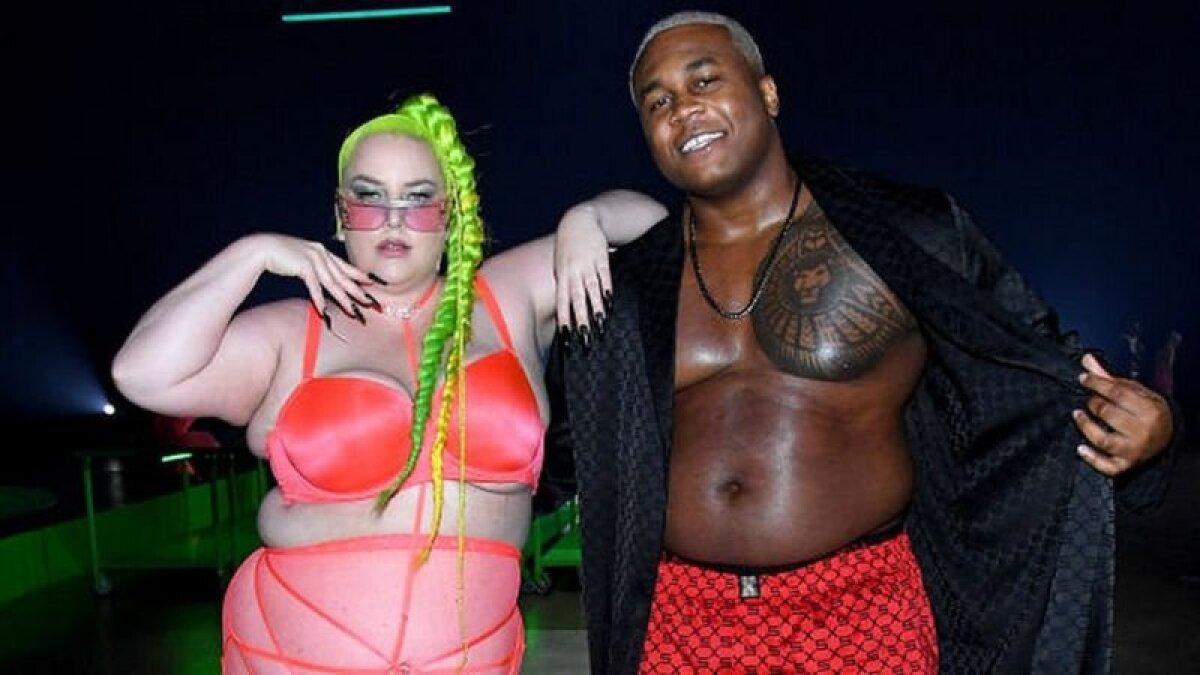 На шоу компании Savage X Fenty в прошлом году выступали музыкант и активист Марджи Плас и модель Суиз
