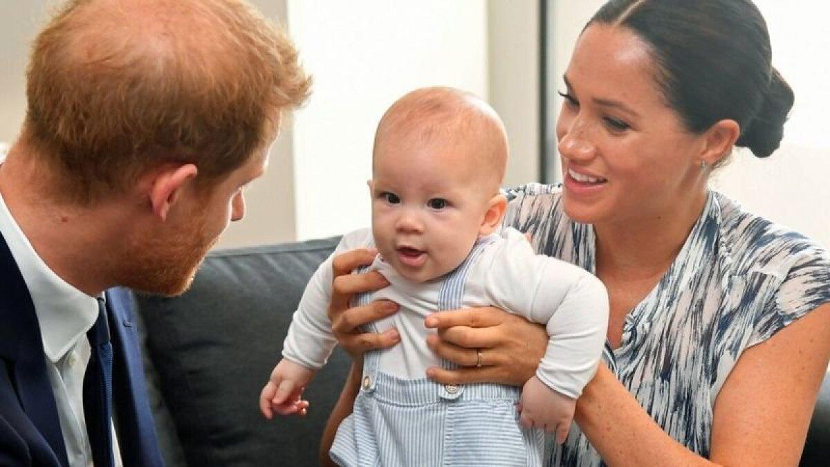 Своего первого ребенка пара показала публике не сразу