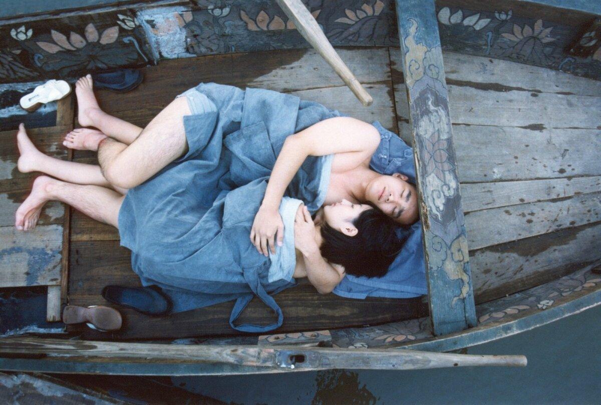 """LÄBI ELU, LÄBI AASTAAEGADE: Kim Ki-duki film """"Kevad, suvi, sügis, talv... ja taas kevad"""" (2003) jutustab loo ühe munga eluringist, lapsepõlvest raugaeani."""