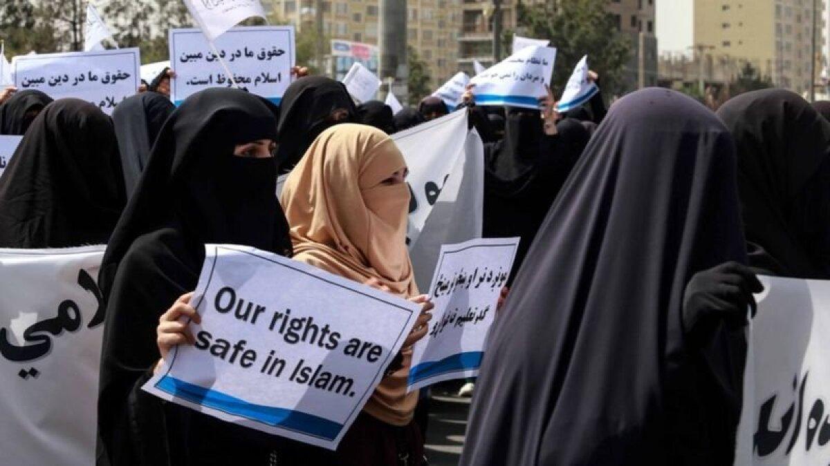 Демонстрация женщин, организованная талибами
