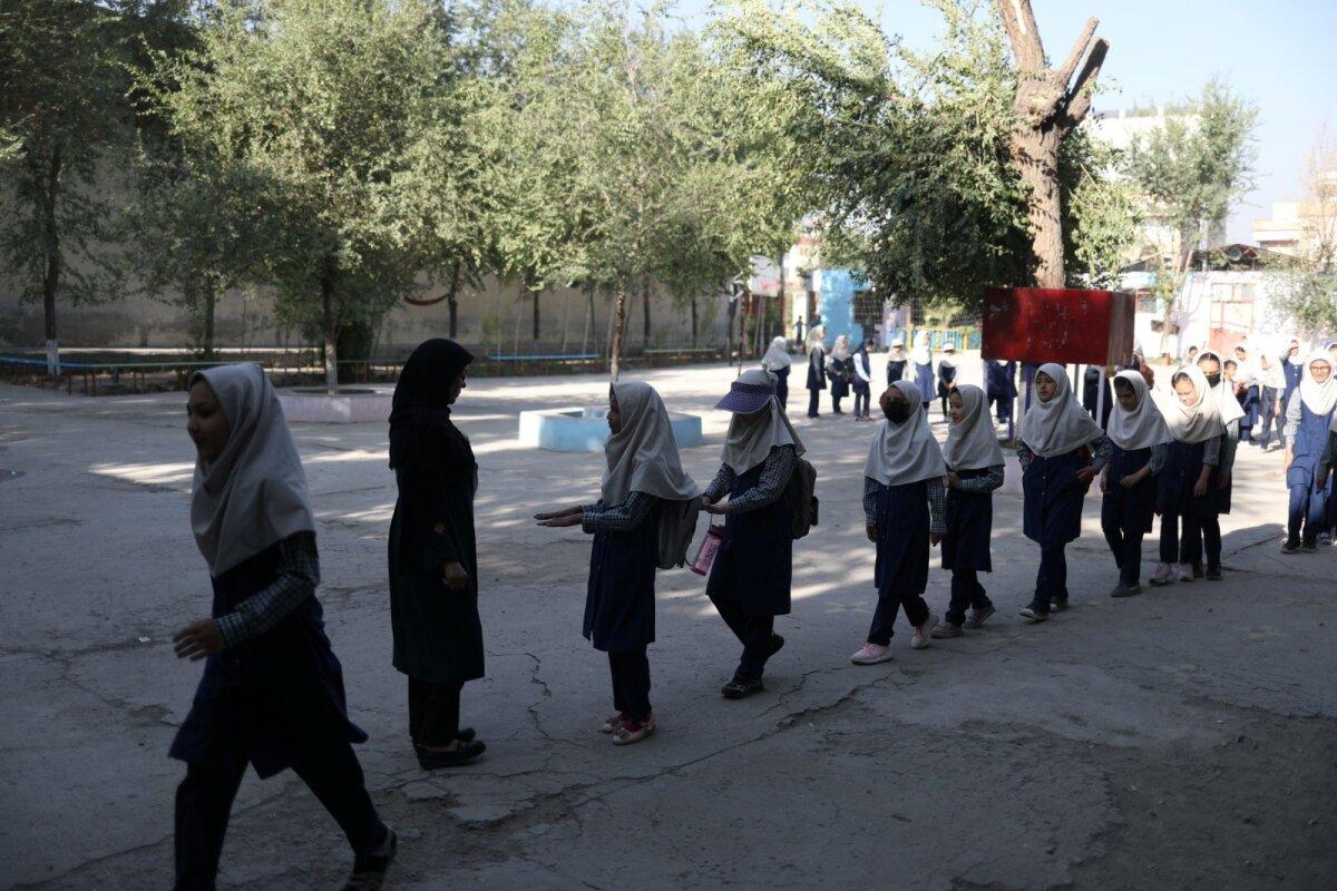 Талибы обещают, что обучение девочек вернется, когда они разработают необходимые для этого процедуры. О конкретных сроках не сообщается.