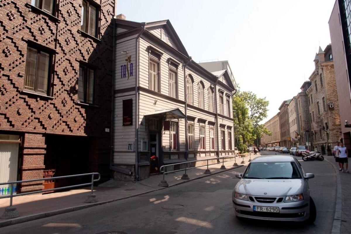 Roosikrantsi tänav endise surnuaia kohal.