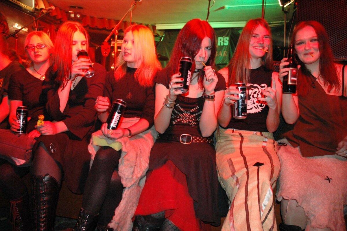 Metsatöllu esifännid bändi üheksandal sünnipäeval veebruaris 2008 Rockstarsis.