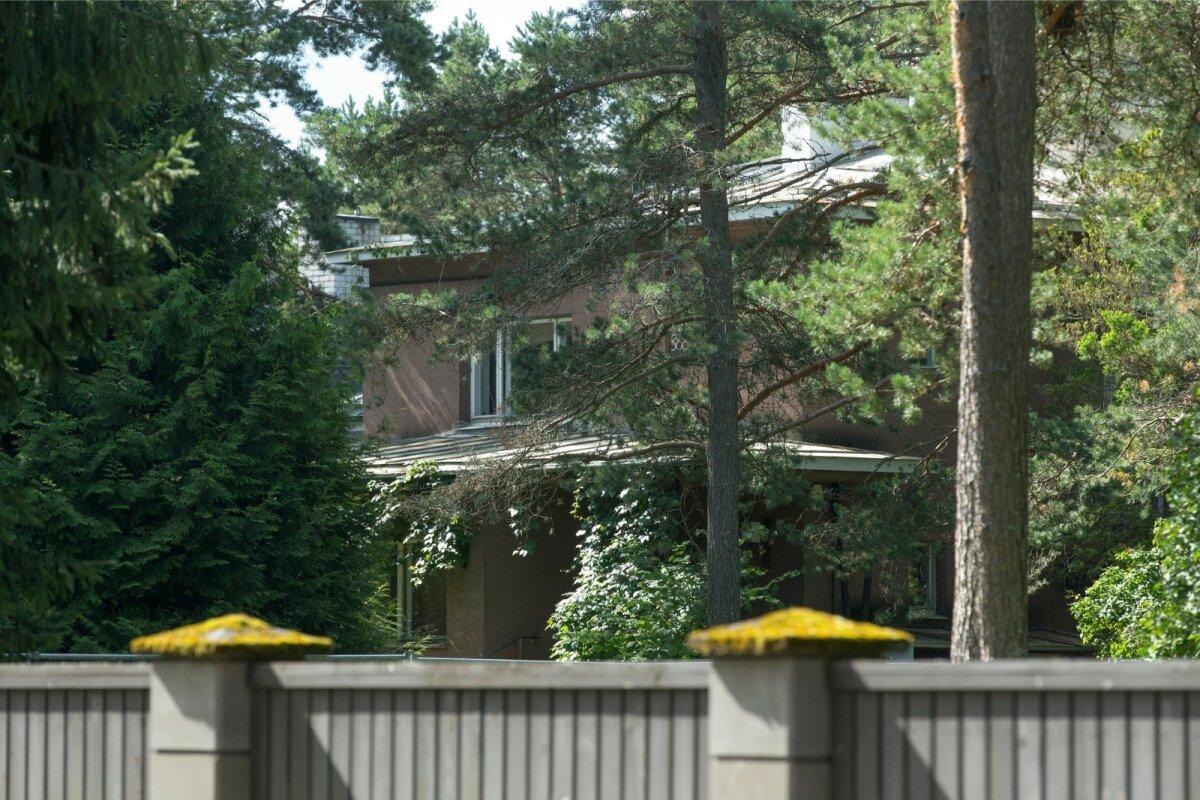 PRAEGUNE KODU Selle Kaare tänava maja Nõmmel jätavad Ingrid ja Arnold Rüütel peagi uutele asukatele.