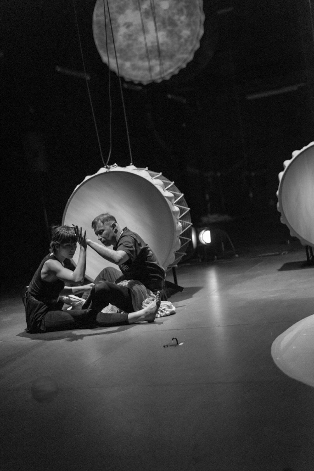 Audiokinetica lavastus IDEM Vaba Lava teatrikeskuses
