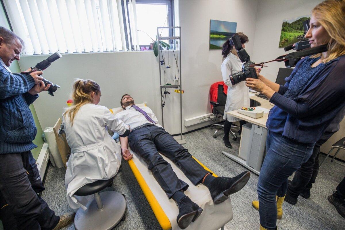 Eile võeti geeniproovi tarvis verd ka tervise- ja tööminister Jevgeni Ossinovskilt.
