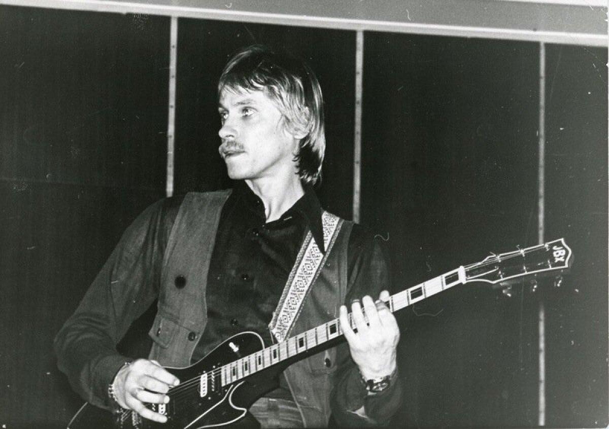 Ansambel Uus Generatsioon, kitarrist Rein Laaneorg. Tartu levimuusikapäevad '79 kontsert Vanemuise kontserdisaalis