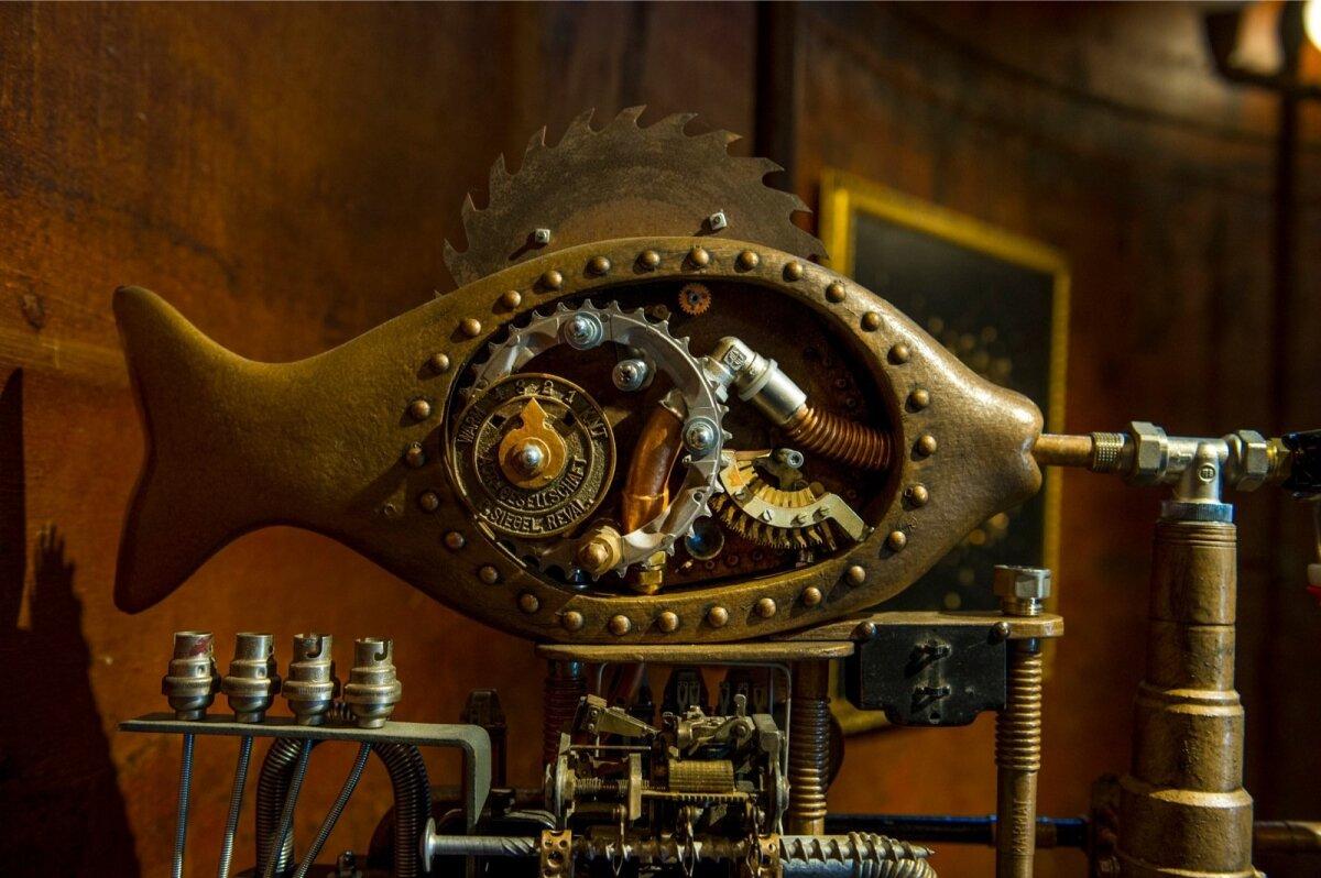 BEARFISH: Kalju Kivi steampunk-kala, mis õlut joob. (Detail)