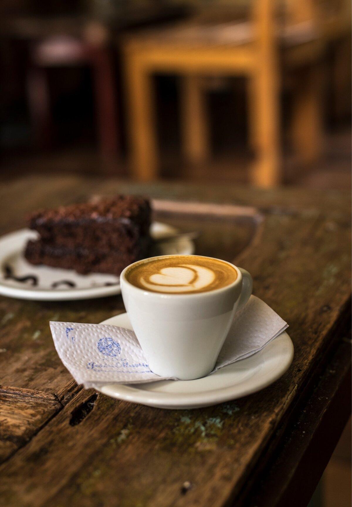 Ka kohvipiirkonna kõige väiksemates külades on kohvi serveerimine viidud tasemele, mida isegi Euroopa gurmeepealinnades on natuke raske ette kujutada.