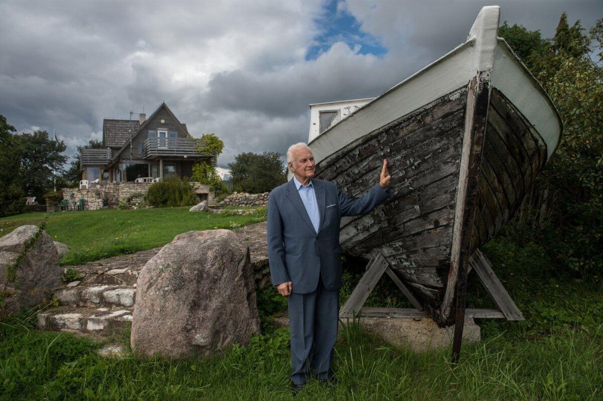 SAARES Arnold Rüütlile kuulub ka suvekodu Saaremaal (pildil taamal) koos kümnete hektarite maaga.