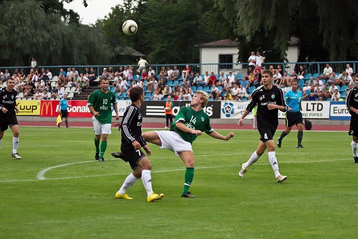 Pilt Levadia - Flora mängust, mis meelitas 2010. aastal Kadrioru staadionile 3250 pealtvaatajat.