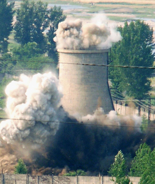 Yongbyongi tuumajaama lõhkamine