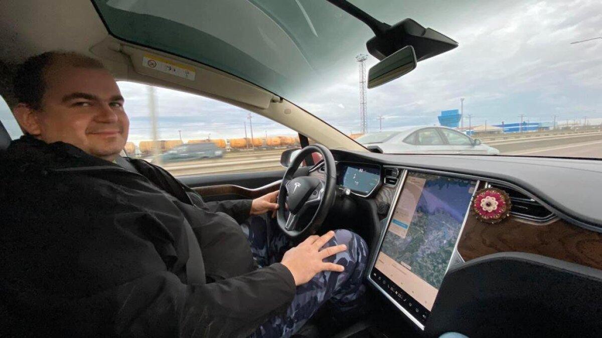 Raivo Malter Tesla Model X roolis