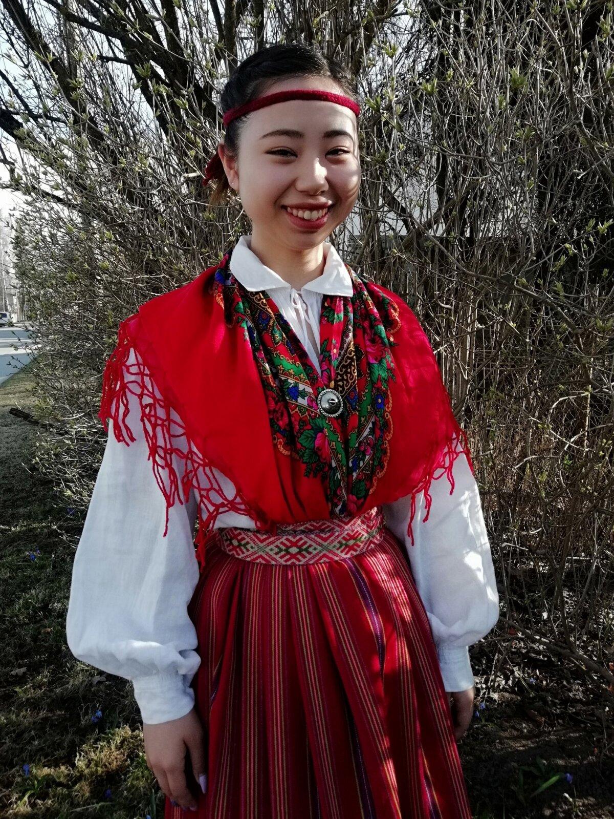 .Jaapanlannast Eesti rahvatantsija Murasaki Kaij.