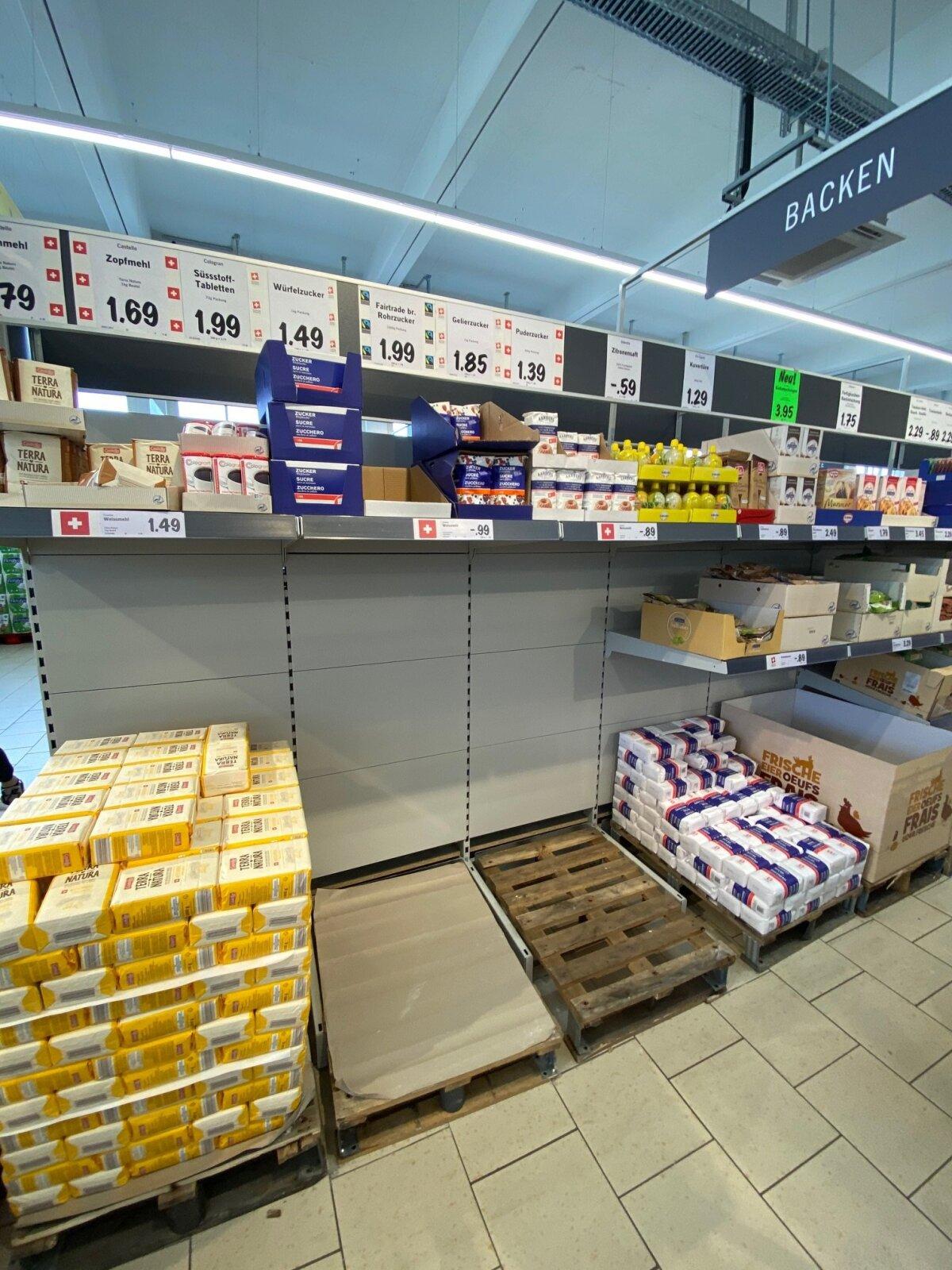 Так выглядели полки швейцарских магазинов уже 29 февраля