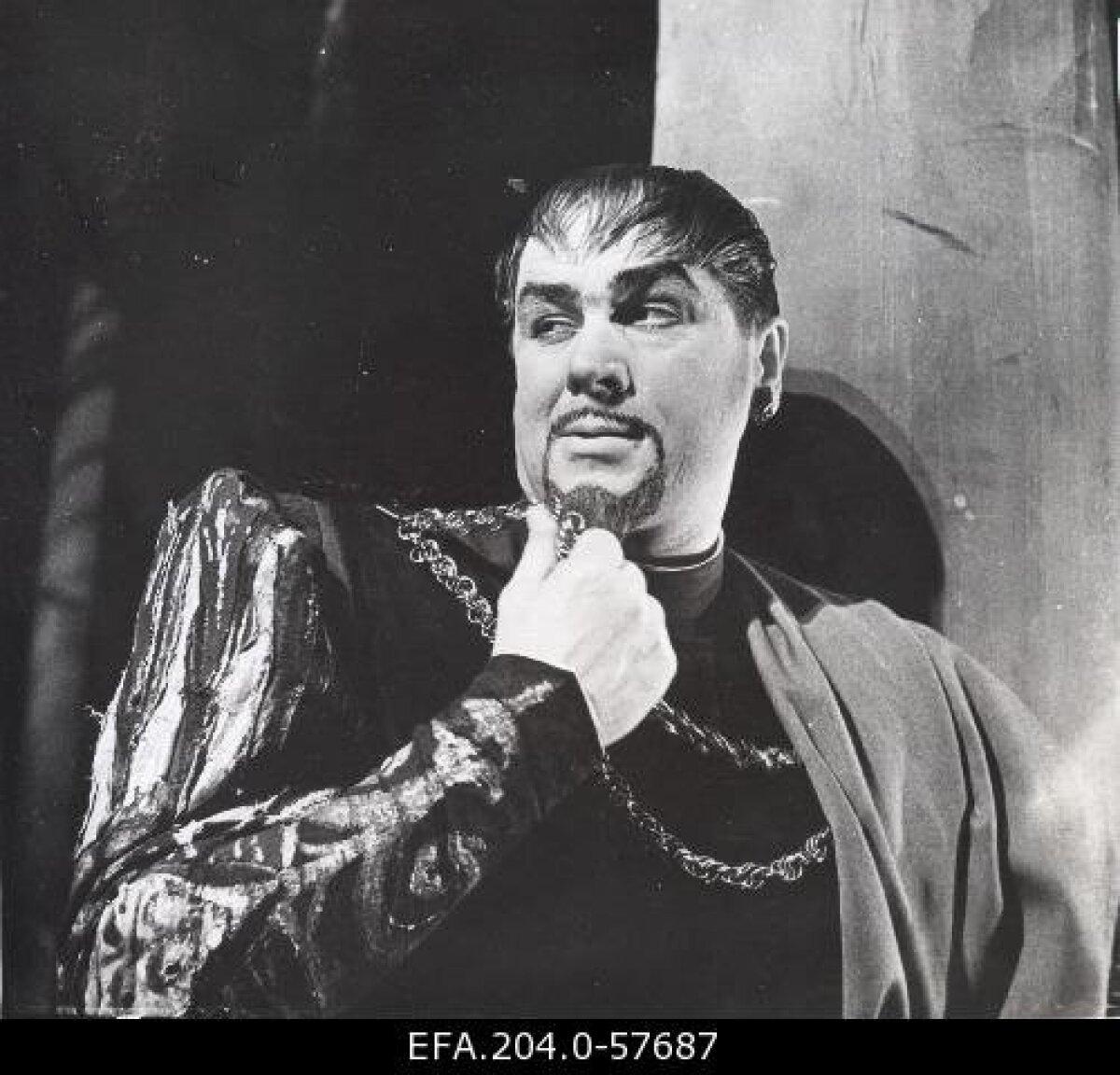 """Lüürilise baritoniga Georg Ots üllatas Giuseppe Verdi ooperis """"Othello"""" oma hääleulatuse  ja -võimsusega. Pildil Jago rollis aastal 1963."""