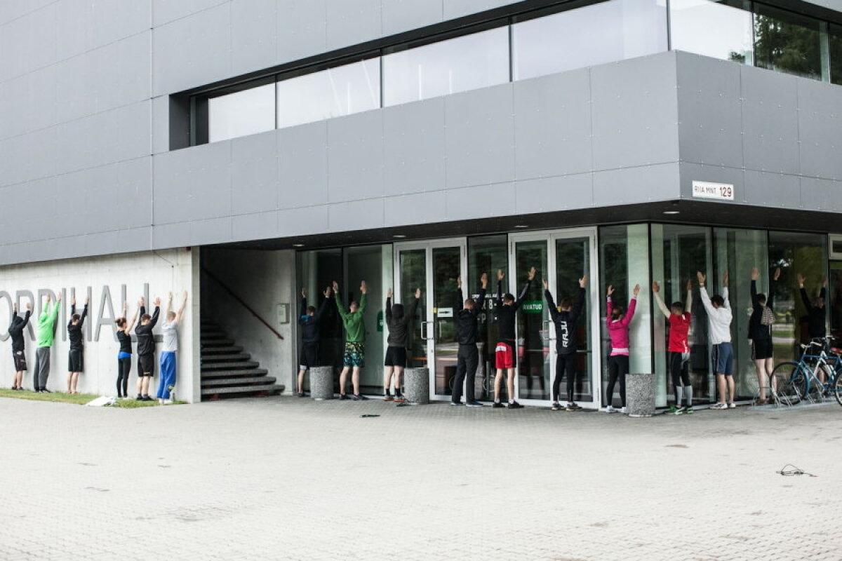 Taastav-tasakaalustav võimlemine hommikujooksu juures Pärnu treeninglaagris - harjutus õla liikuvusele (juuli 2013).