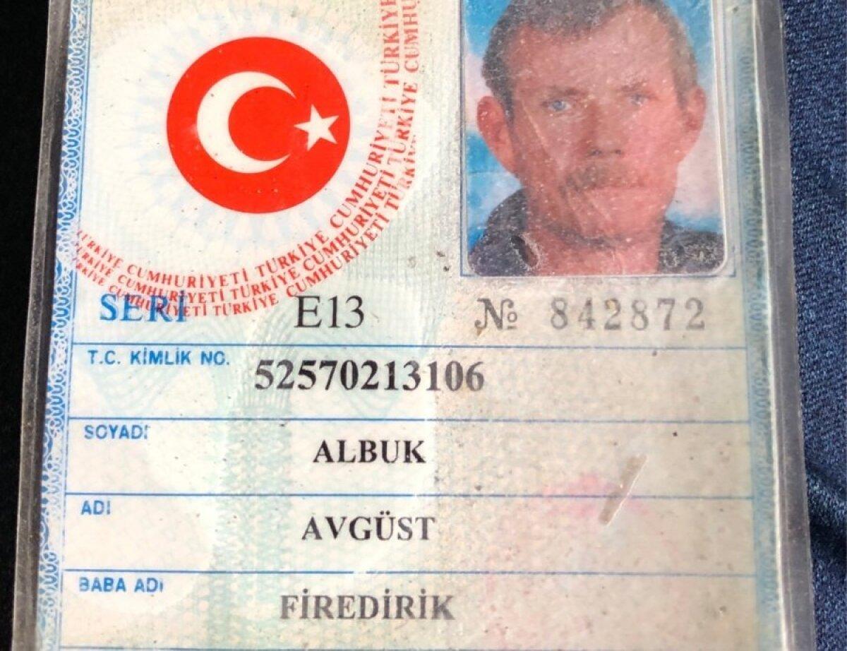 В свидетельстве о рождении Аугуста его имя и фамилия, а также имена родителей написаны на турецком языке. Паспортов у простых турков нет, получить их очень сложно и дорого.