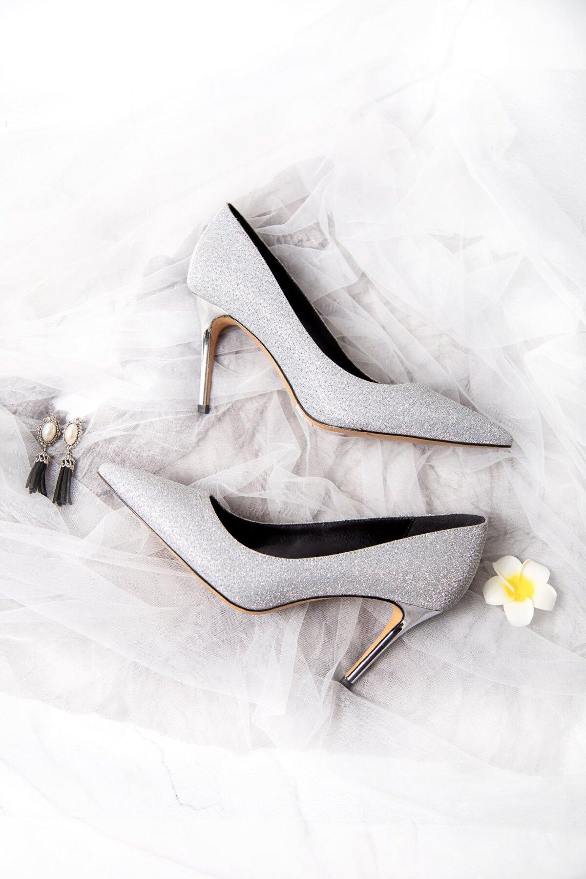 Продажи обуви на каблуках рухнули - в ней некуда ходить