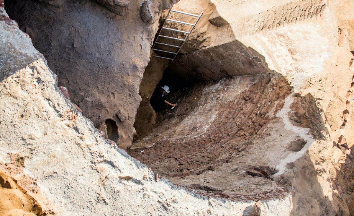 PCMA arheoloog väljakaevamistel (foto: PCMA / ARTUR OBŁUSKI)