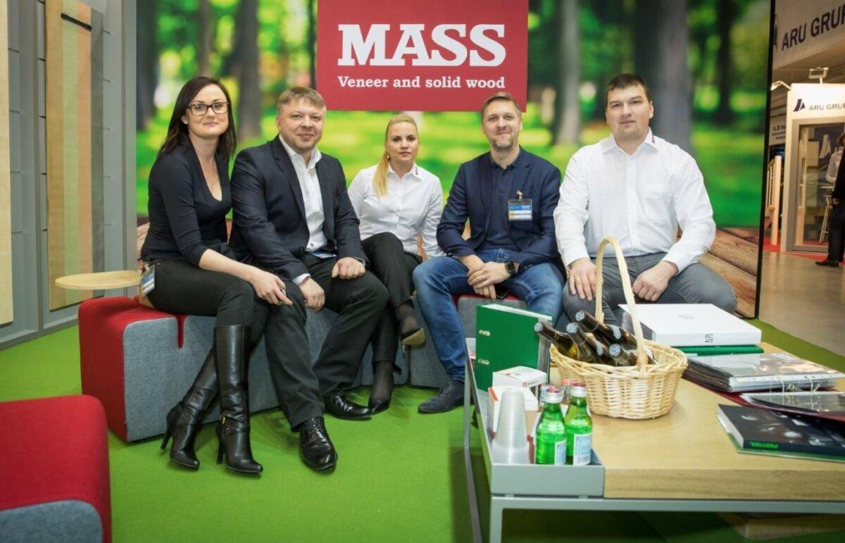 AS MASS meeskond (vasakult paremale): Liisi Mezentsev (turundusspetsialist), Sven Kirsipuu (juhatuse liige), Heret Priimägi (kliendihaldur), Siim Kirsipuu (tegevdirektor, juhatuse liige), Rene Lett (kliendihaldur)