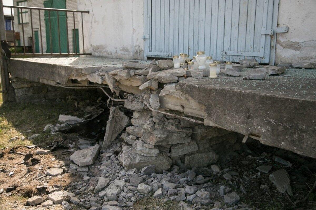 26. mai, Haljala. 23-aastane mees kaotas sõiduauto Audi üle juhitavuse ning sõitis vastu maja seina küljes olevat kivist laadimisteed. Mees hukkus kokkupõrke tagajärjel.