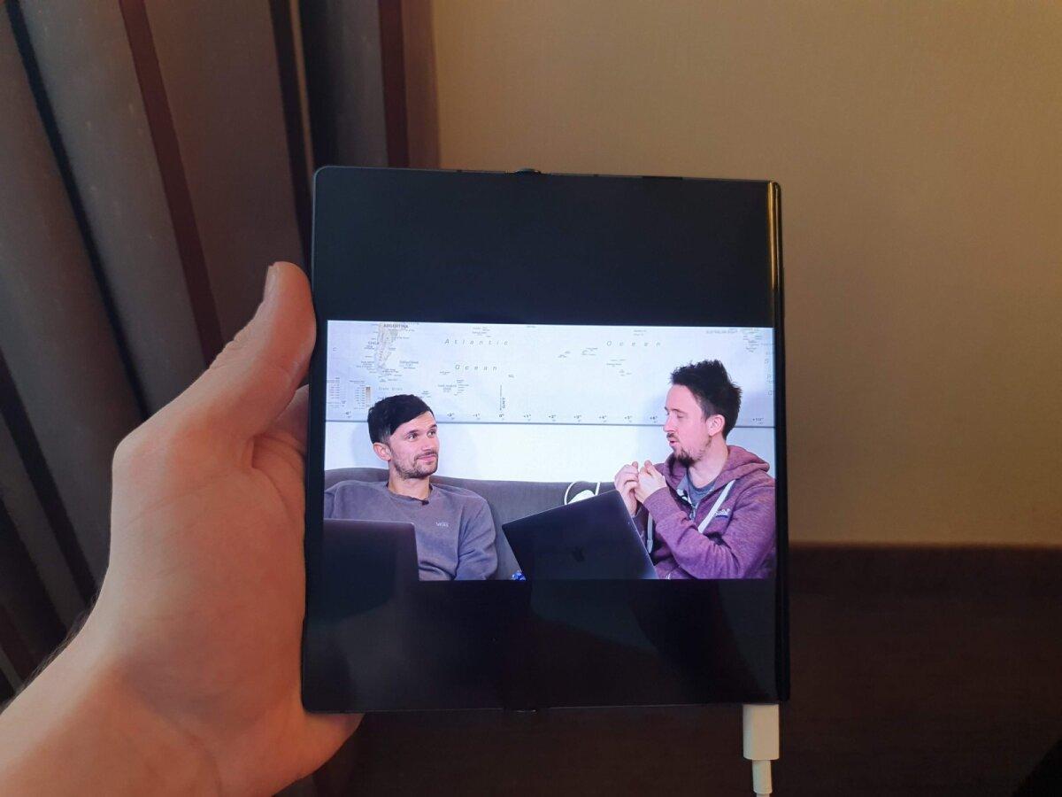 Kui vaadata videoid suurel ekraanil, on äärmised mustad osad üpris suured, eriti portreerežiimis.