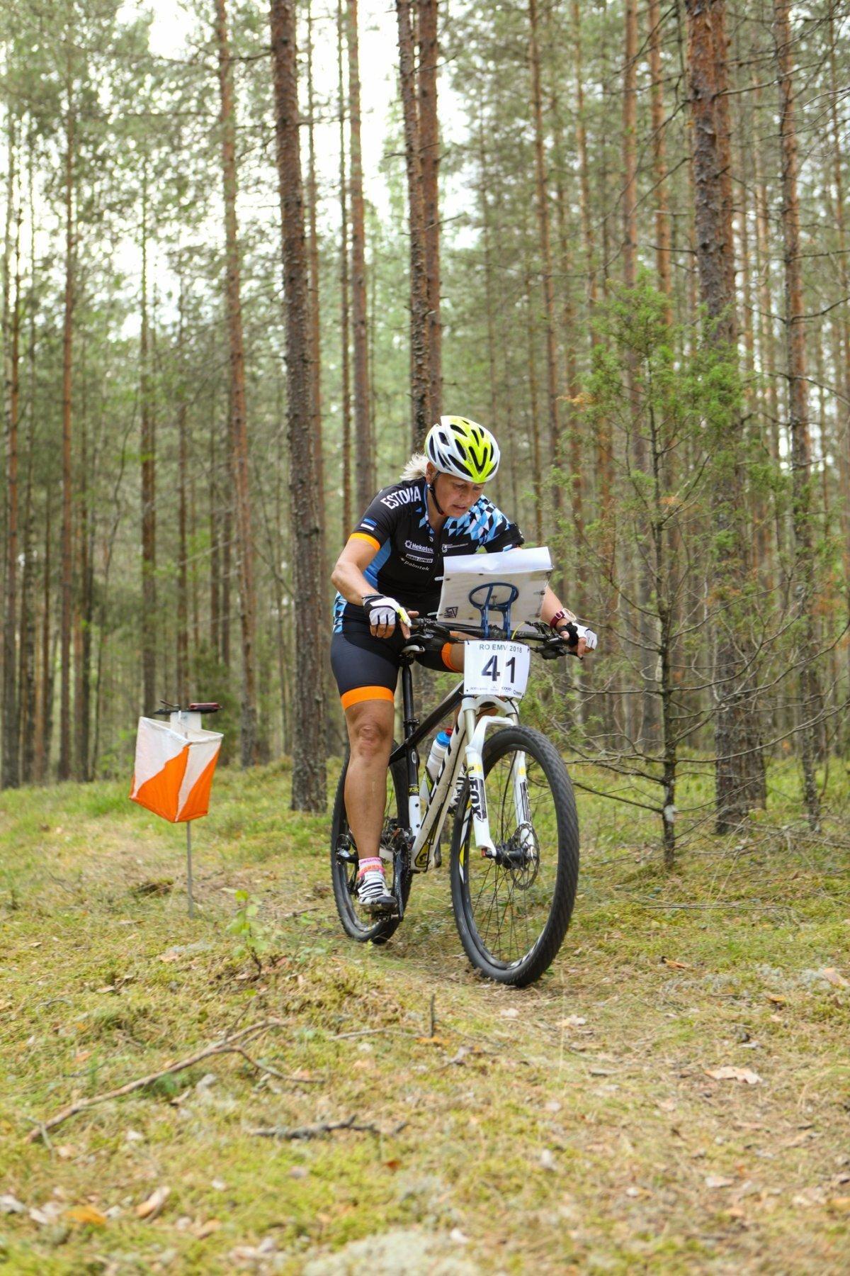 Orienteerutakse ka ratastega - eestlased on rattaorienteerumises rahvusvahelisel areenil väga edukad olnud - võidetud on nii maailma- kui Euroopa meistritiitleid