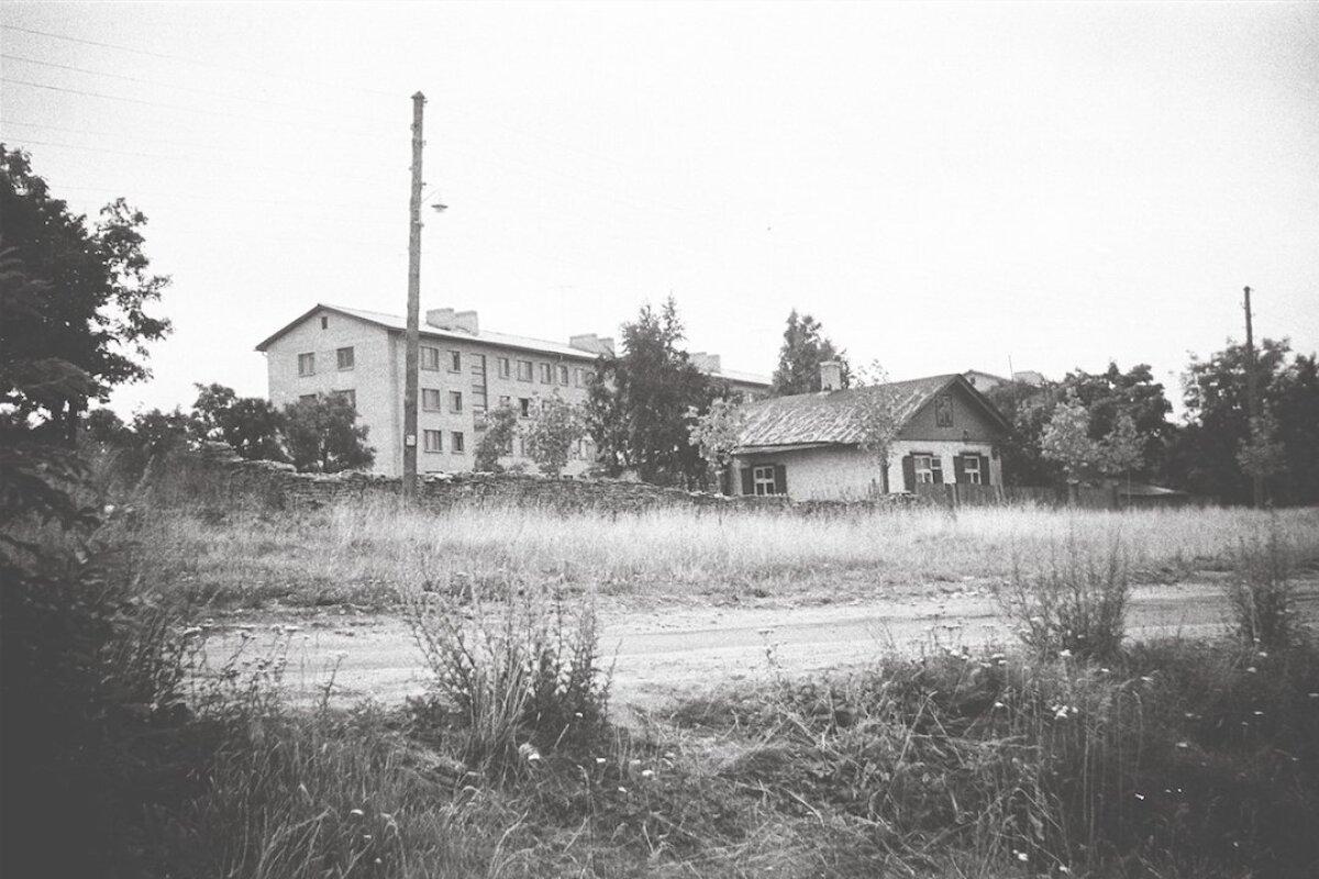 Vana maja kõrvale on ilmunud esimene hruštšovka, juuli 1963