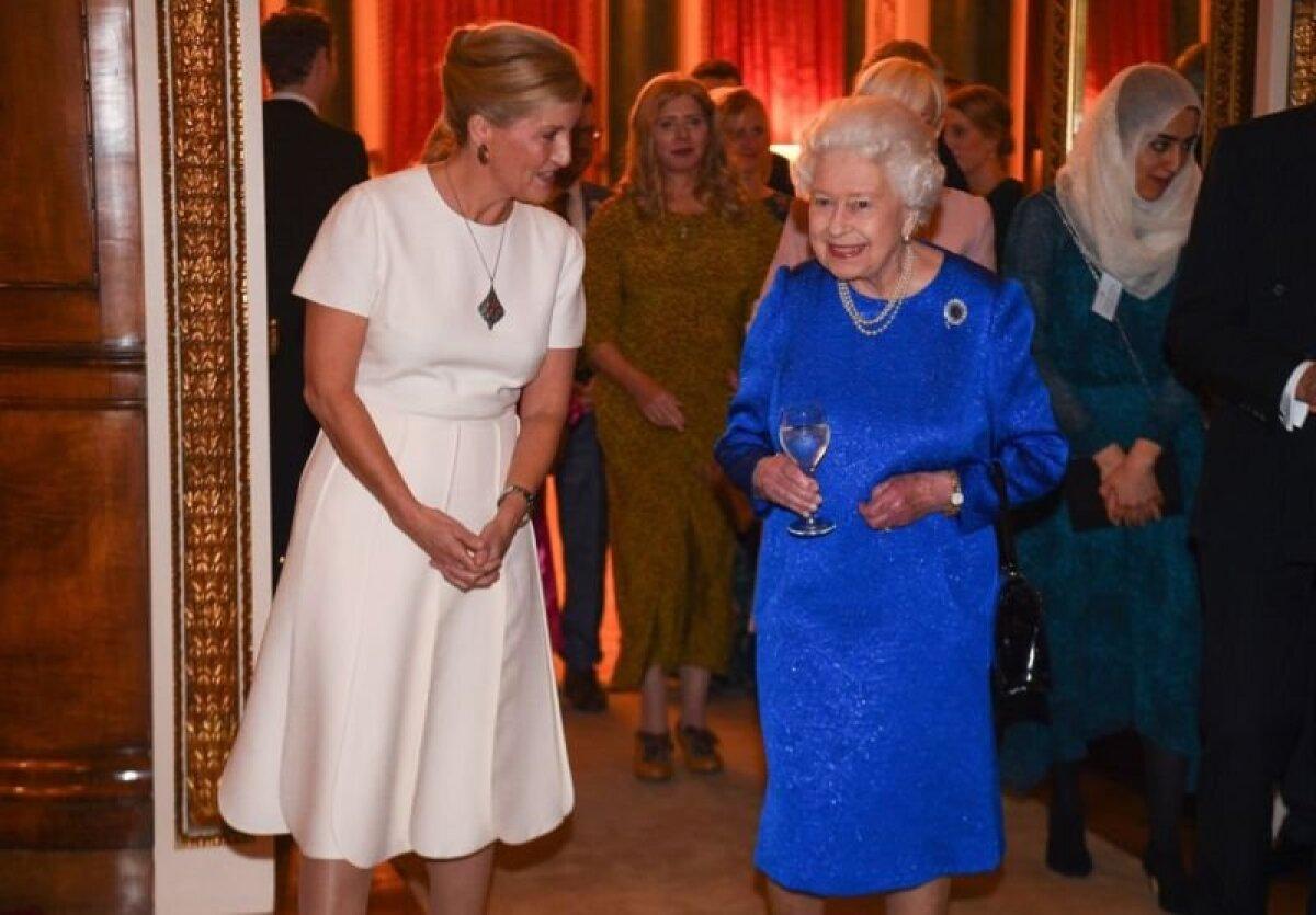Ее величество и графиня на приеме по случаю бриллиантового юбилея Елизаветы II