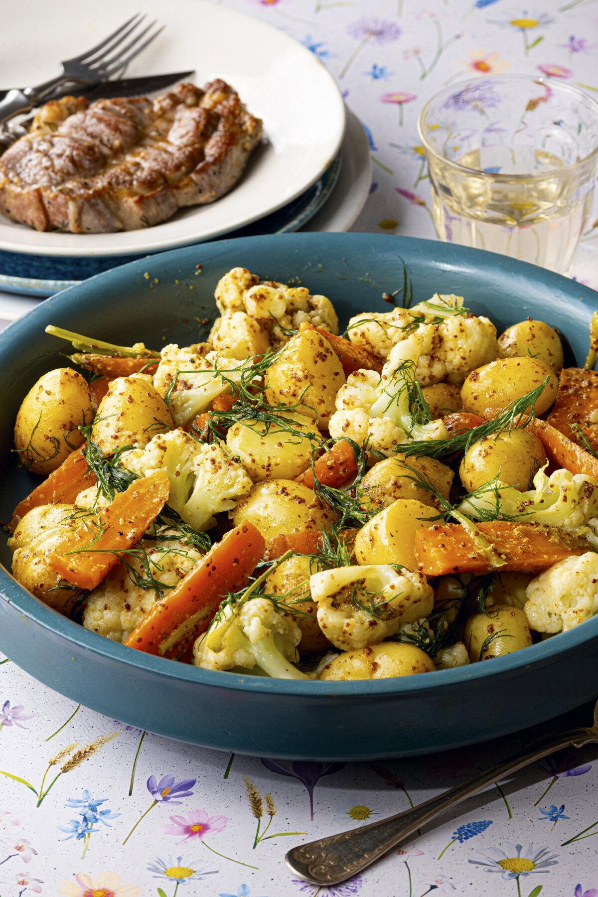Soe kartulisalat porgandi ja lillkapsaga ja sinepikaste